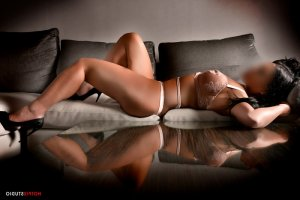 Gustavine tantra massage & escort girl