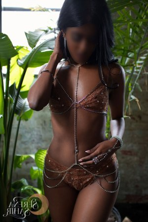 Marie-benoite massage parlor in Tamiami & escort girl
