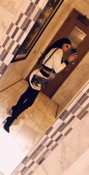 Nabiha live escort in Youngstown OH